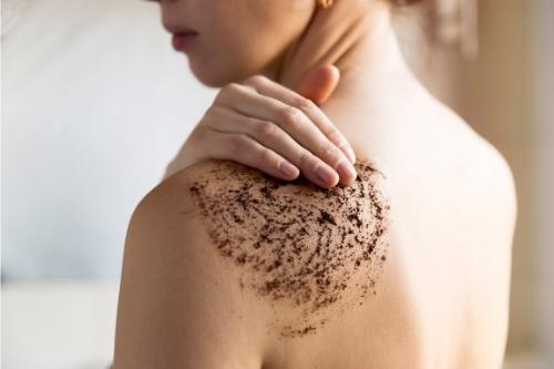 Защитни, ексфолиращи и възстановяващи кожата продукти за лице и тяло преди есента и зимата.