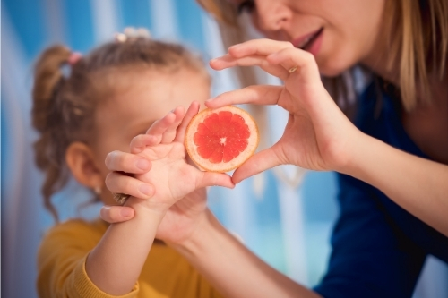 Признаци и симптоми на дефицит на витамин C.