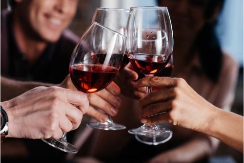 Консумацията на умерено количество вино подпомага здравето - поддържа сърцето и предпазва от рак.